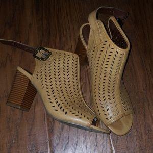Cognac / tan heels